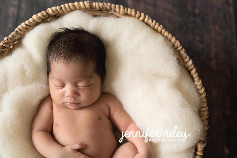 babyinbasketnewbornphotography