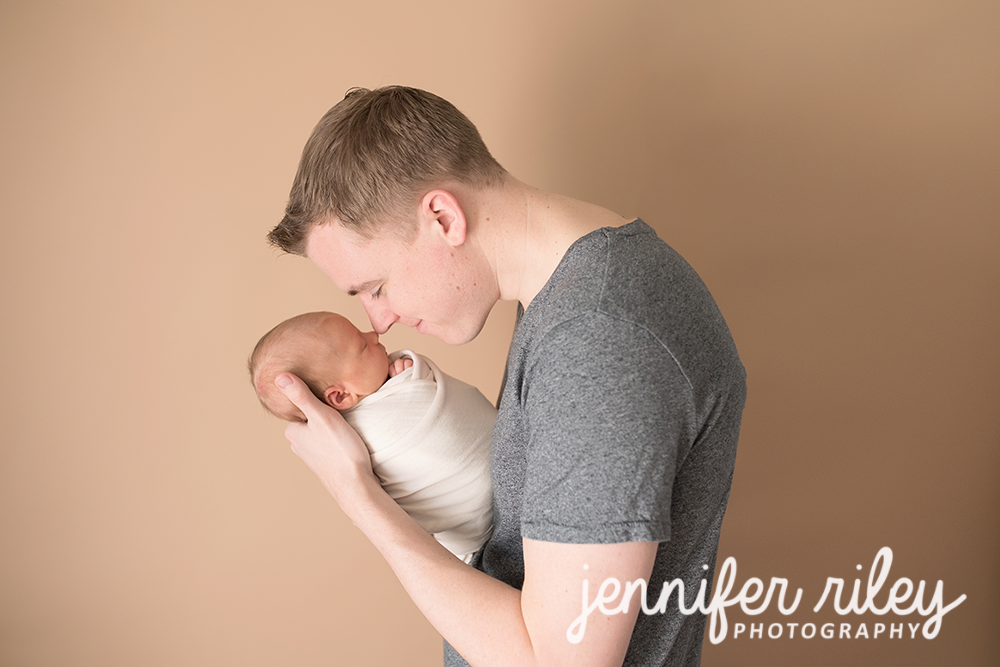 Daddy_Newborn_Frederick_MD_Photographer
