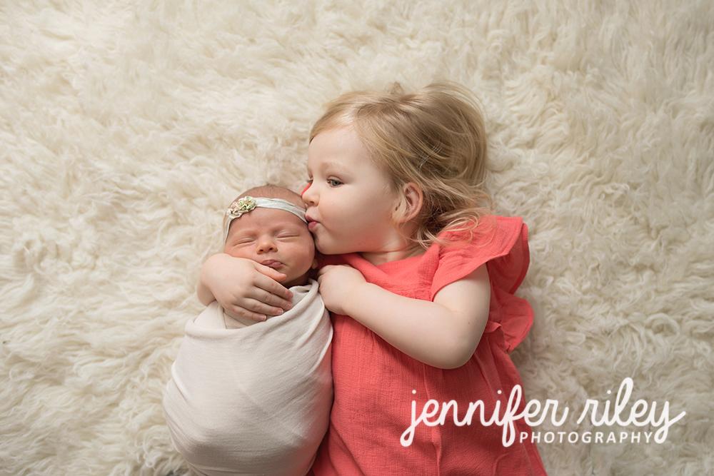 Sister_Kissing_Newborn