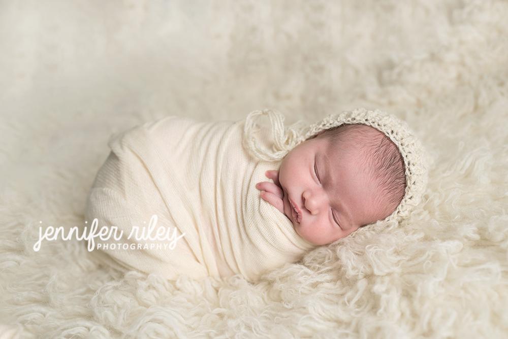 Newborn_Baby_in White