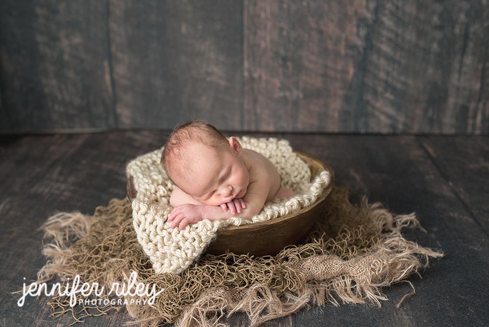 Baby_in_Bowl_Newborn